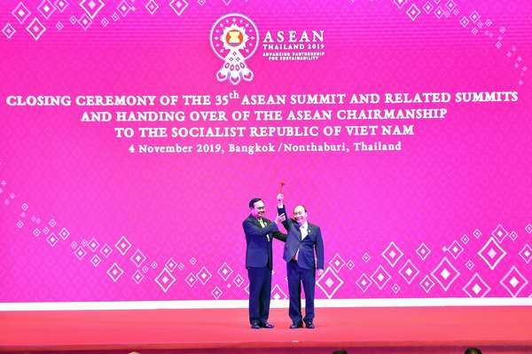 After a year 2019 rich in achievements, Thailand handed over the rotating ASEAN Chairmanship to Viet Nam.