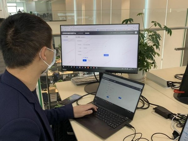 Ping An Smart Healthcare team operating the COVID-19 smart audio screening system.