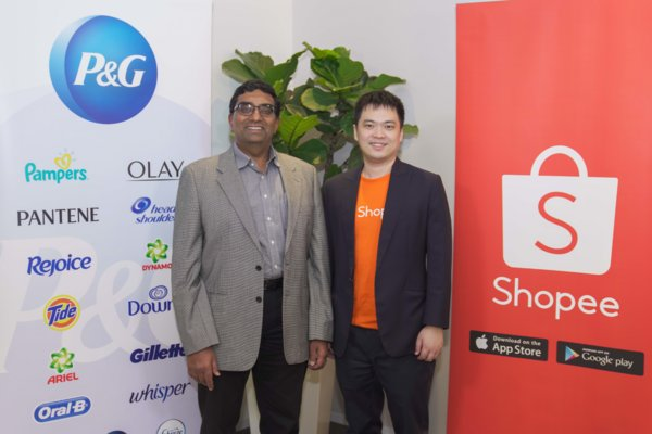 Shankar Viswanathan, Vice-President, P&G Malaysia, Singapore, Vietnam and E-Commerce, P&G Asia Pacific, Middle East & Africa (left), and Chris Feng, CEO, Shopee (right), at the official Joint Business Plan signing [Photo taken before circuit breaker]