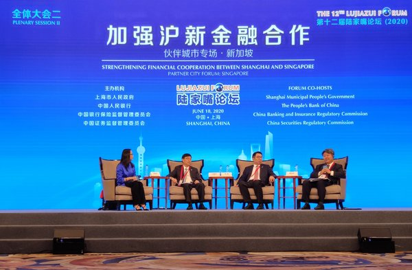 Chairman of UnionPay International Cai Jianbo attended the 12th Lujiazui Forum held in Shanghai, China.