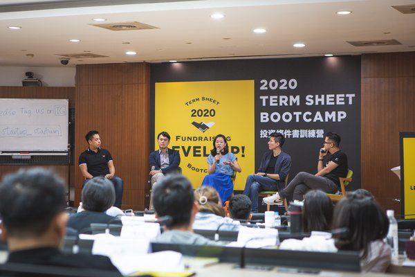 """""""Corporate Venture Capitalists (CVC) Methods"""" Fireside Chat (From Left to Right) Featuring Kevin Chan of LINE Taxi, Vick Chien of Lee & Li, Cecilia Tang of LINE Corp, Albert Yu of Quants AI; Moderated by Kurt Chen of ORION Venture Partners"""