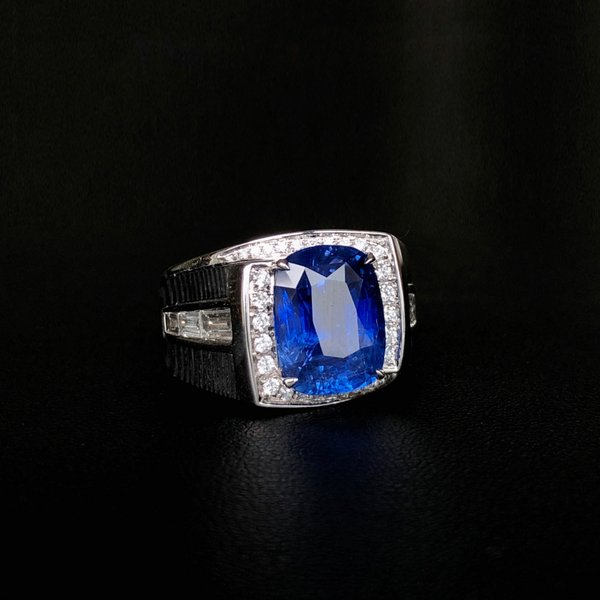 World's first carbon fibre male sporting luxury brand with 7.0 carats blue sapphire centerpiece