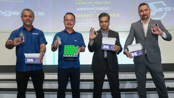 From Left: Dato' Madani Sahari, Chief Executive Officer, Malaysia Automotive, Robotics and IoT Institute (MARii), Nasrul Hazim, Co-founder, Developers Hub Sdn. Bhd., Hasrimy M. Hasan, Co-founder, Developers Hub Sdn. Bhd.