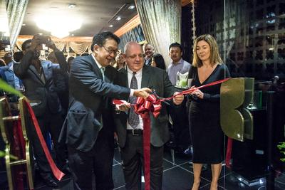Tan Sri Dr. Francis Yeoh, Managing Director of YTL Power, officiating the opening of the Fragrance Du Bois flagship boutique, alongside Steve Watts, CEO of Fragrance Du Bois Malaysia and Nicola Parker, Brand Director of Fragrance Du Bois (Left to right).