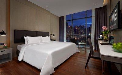 酒店客房在设计时让人感觉很舒服,采用舒缓的系列色彩,让客人得以休息和放松