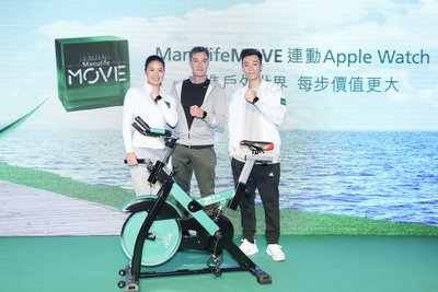 Roy Gori, President and Chief Executive Officer, Manulife Asia(Middle), Pakho Chau, ManulifeMOVE Ambassador(Right) and Yvette Kong, Rio 2016 Olympics Hong Kong Swimming team representative encourage people to experience the great outdoors.