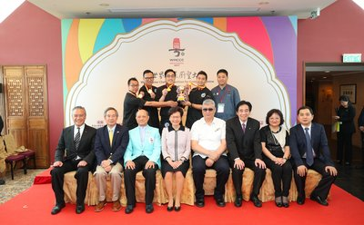 Mrs Carrie Lam, Chief Executive of the HKSAR (First row, fourth from left) attended the event to lift the participants' spirits, and pictured with Lee Kum Kee Sauce Group Chairman Mr. Charlie Lee (First row, first from left), Chairman of World Master Chefs Association for Cantonese Cuisine, Mr. Yeung Wai Sing (First Row, third from left) and guests.