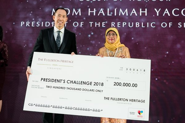 Cheque presentation by Sino Group Deputy Chairman, Mr Daryl Ng to President of the Republic of Singapore, Mdm Halimah Yacob.