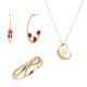 SUAO(since1968) 苏珊珠宝将展出数款镶嵌天然珍珠、珊瑚、白钻的K金戒指、耳环、项链等。