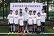 武磊与友邦中国青少年足球发展项目的小球员合影