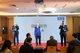 (左起)麦德龙中国总裁康德,麦德龙中国副总裁、营运总监尼古拉斯,麦德龙中国副总裁、商品总监穆伯通在问答环节回答参会者提问