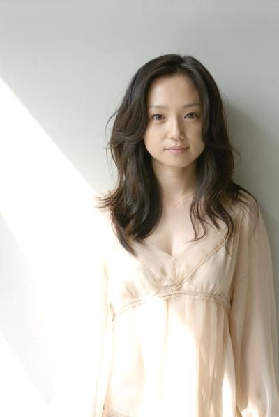 "Ms. Hiromi Nagasaku, a famous Japanese actress, has been chosen as the ""Woman of the Year 2014""."