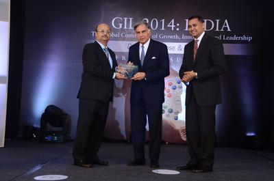 Chairman Emeritus, Tata Sons, Mr. Ratan Tata receives the Frost & Sullivan Growth, Innovation and Leadership Award for Visionary Innovation from Mr. Aroop Zutshi, Global President & Managing Partner (L) and Mr. Rajiv Kumar, Senior Partner & Global Vice President