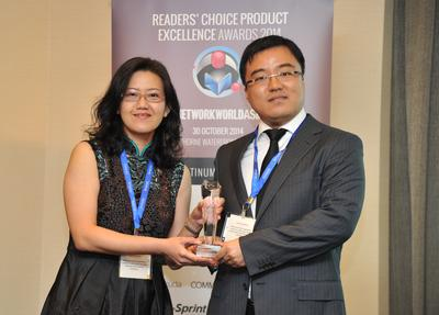 (Right) Mr. Benson Fei, Country Head, Huawei Enterprise, Singapore, receiving the awards from Ms. Rachel Leong, Head of IT, Tokio Marine.