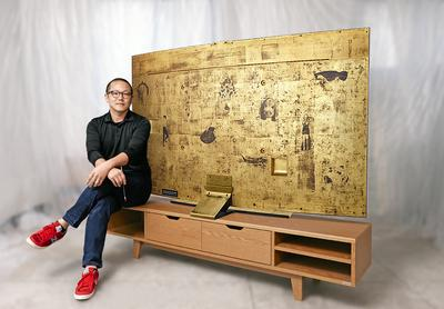 "Rising Korean artist Sung Yong Hong with the Special Edition 78"" Samsung Curved UHD TV."