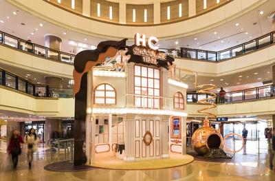 "From January 23 to March 1, 2015, Harbour City hosts its annual ""Chocolate Trail"" Mega Event. Harbour City transforms into a ""ChocoLand"" with the ""Chocolate Factory"" as the main decoration"