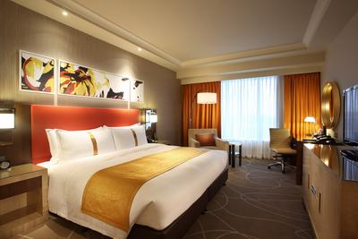 Holiday Inn Macao Cotai Central Named Four-Star Hotel by Forbes Travel Guide in Its Official 2015 Star Rating Announcement