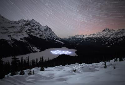 Simon Beck's #ProjectSnow art series in Banff National Park included a beautiful snowflake which he composed on the majestic Peyto Lake. Beck then continued to create a howling wolf at Lake Louise Ski Resort as well as a detailed maple leaf drawing at Sunshine Village Ski & Snowboard Resort.