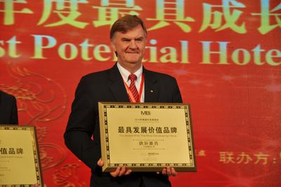 HNA Hospitality Group Won Influential Brand Prizes and Signed Strategic Cooperation Agreement with Sunnet