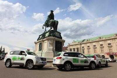 The motorcade passed through the Hofburg Palace in Vienna.