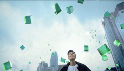 The TV campaign builds on the simple message platform: be active, stay healthy and be rewarded. It is creatively designed to show an iconic green cube, representing Manulife, leading campaign ambassador Pakho Chau and other people to move around the city in a healthy and active lifestyle.