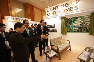 Mr S Iswaran, Minister for Trade and Industry (Industry), touring the Singapore Energy Story Exhibition