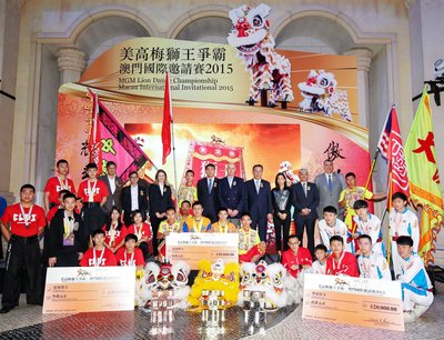 The Guests of Honor posed for a group photo with the winning troupes at the ceremony.