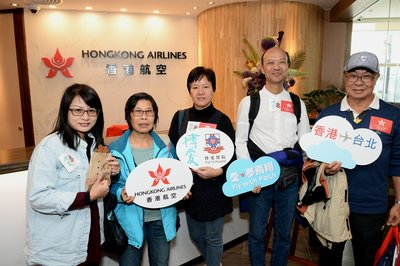 "The seniors visited ""Club Bauhinia"", Hong Kong Airlines Airport VIP Lounge at Terminal 1 to enjoy local delicacies like egg puffs and cart noodles"