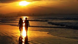 在我镜头里,最浪漫的事就是和你一起海边漫步