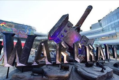"The ""Warcraft"" movie theme exhibition was first held at Chengdu Joy City's ""tide square"" exhibition area"