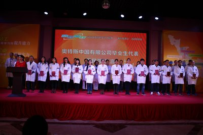 AT&S' First Batch of Employees Receive Diplomas from Shanghai Open University