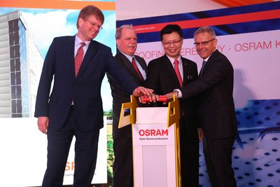 From left to right: Mr. Ado Kamper, President & CEO, Osram Opto Semiconductors, His Excellency Holger Michael, Ambassador of Federal Republic of Germany, Yang Berhormat Datuk Chua Tee Yong, Deputy MITI Minister, Dr. Roland Mueller, Managing Director, Osram Opto Semiconductors attended the roofing ceremony