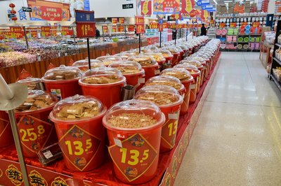 今年沃尔玛全国所有门店均设有红桶,覆盖数十种本地商品