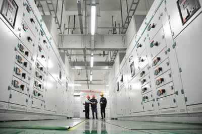 Engineers Debug the Supercomputer in China Telecom Cloud Center