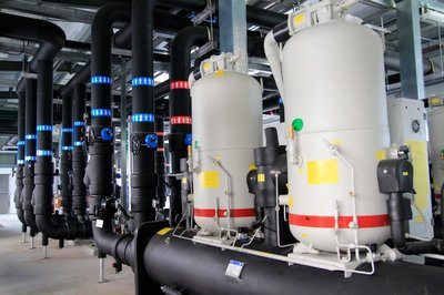Sealed water pipe network pumps water underground for heat absorption or emission to save water consumption in heating, ventilation and air conditioning.