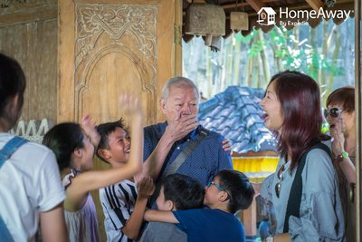 HomeAway survey reveals what dads in Asia wish to receive this Father's Day