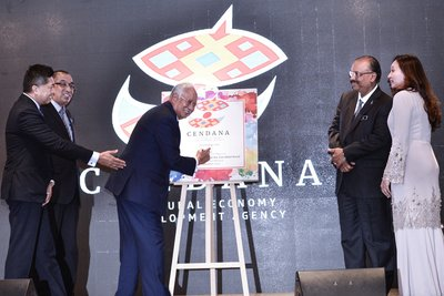 Malaysia's Prime Minister, Dato' Sri Najib Razak, officiating the government's Cultural Economy Development Agency (CENDANA), witnessed by (from left to right) Chairman of CENDANA (Datuk Seri Ahmad Farid Ridzuan), Minister of Communications and Multimedia Malaysia (Datuk Seri Dr Salleh Said Keruak), Chief Secretary to the government (Tan Sri Dato' Dr. Ali bin Hamsa) and Founding CEO of CENDANA (Izan Satrina Dato' Mohd Sallehuddin).
