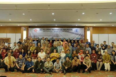 A memorable group photo session at the IUJ Indonesia Alumni Reunion on Saturday October 7th evening