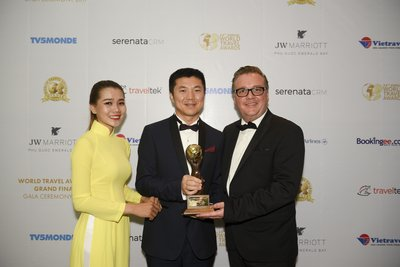 Xu Lidong, President of Deer Jet with Chris Frost, President of the Worlds Travel Awards
