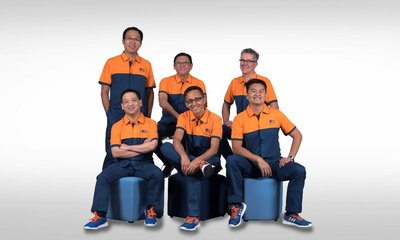 As HKBN's new CFO, Andrew (rear, 1st from left) joins the Management Committee team (from left to right; rear) CIO Eric, CTO Gary, (front) Enterprise Solutions COO Billy, CEO William and Group COO NiQ to lead HKBN's sustained growth and success into the future.