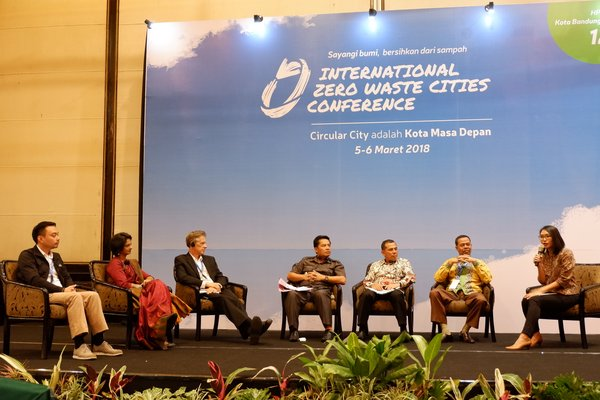 Bandung Regent, Dadang M. Nasser; Mayor of Cimahi, Ajay M. Priatna; and Assistant Governor of Economy and Development of Banjarmasin City, Hamdi bin Amak Hasan - discussed about plastic bag reduction at IZWCC dated March 5, 2018 at Hotel Papandayan, Bandung.