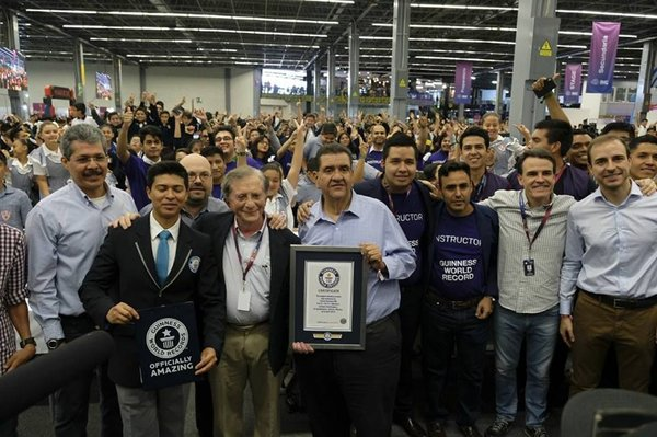 Makeblock in Joint Efforts with the Education Department of Mexico Jalisco, Break Guinness Record of the World's Largest Robotics Class