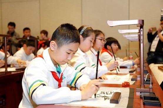 """利用华文众合""""智云+""""数字书法教室的丰富资源可轻松实现自学"""