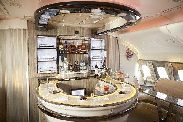 阿联酋航空为三舱乘客升级机上酒品