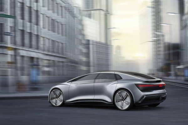 Leading car manufacturers have presented concept cars like the Audi AICON for future autonomous driving. Source: AUDI AG