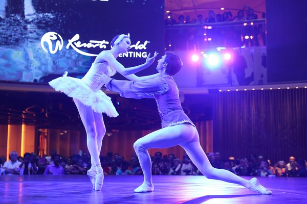 (From left) Natasha Watson and Jonathan Barton dancing to the most energetic and powerful excerpt of Swan Lake by Ballet West at SkyAvenue, Resorts World Genting