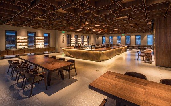 茶瓦纳吧台位于门店二层