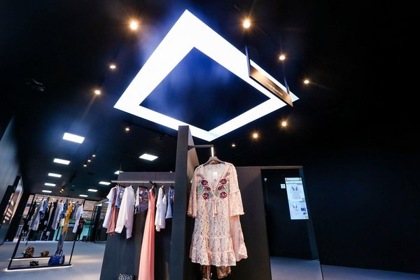 Alibaba FashionAI concept store showcases a new model for the digitization of fashion retail.