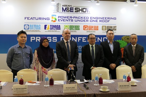 The Organiser and the key industry players of ASEAN M&E 2018 at the Pre-show Press Conference on 11 July (from left: Alpha Automation (SEL) Assistant Sales Manager Simon Tiew Teck Chye, IEM WiSET Chairman Ir. Raftah Mahfar, UBM Malaysia Country GM Alun Jones, ASHRAE President Elect Ng Wen Bin, Daikin Sales and Service Head of Marketing Chan Hon Leong and Glarie Elevator Chairman Datuk Seri Hj Mohd Effandie b.Ahmad)