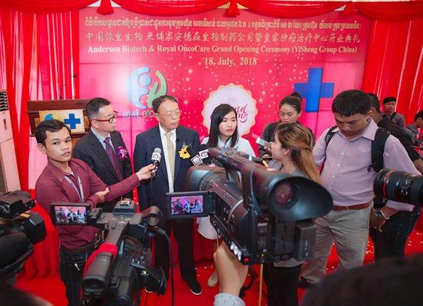 依生生物董事长张译先生和CEO邵辉博士接受媒体采访